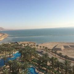 Photo taken at Le Méridien Dead Sea by Родион Р. on 3/28/2014