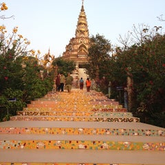 Photo taken at วัดพระธาตุผาซ่อนแก้ว (Wat Phra That Pha Son Kaew) by Kajumkajim N. on 1/16/2013