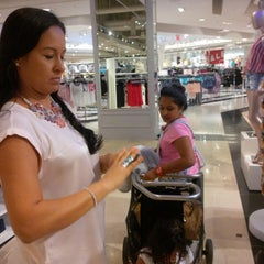 Photo taken at Forever 21 by Yogesh B. on 5/29/2014