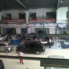 Photo taken at Toyota Auto 2000 by Niko S. on 11/19/2012