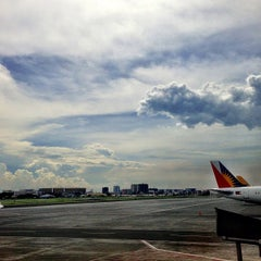 Photo taken at Ninoy Aquino International Airport (MNL) Terminal 3 by Ryan Raymond Y. on 7/20/2013