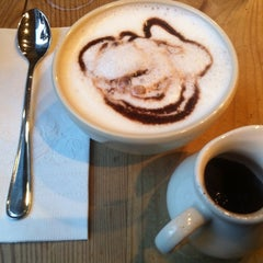 Photo taken at Le Pain Quotidien by Suree on 11/5/2012
