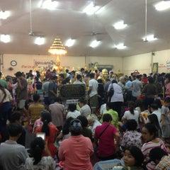 Photo taken at วัดโสธรวรารามวรวิหาร (Wat Sothon Wararam Worawihan) by Meko on 5/12/2013
