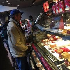 Photo taken at Starbucks by Sombath T. on 12/12/2014