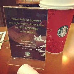 Photo taken at Starbucks by Vicky H. on 1/13/2014
