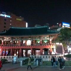 Photo taken at 보신각 (普信閣, Bosingak) by Amber T. on 10/13/2012