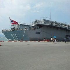 Photo taken at เรือหลวงจักรีนฤเบศร (HTMS Chakri Naruebet) by Claire on 11/11/2012