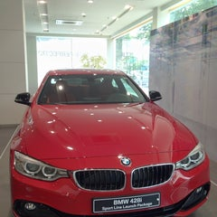 Photo taken at BMW 코오롱모터스 삼성전시장 by Hana L. on 10/19/2013