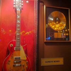 Photo taken at Hard Rock Cafe Munich by Juho K. on 11/30/2012