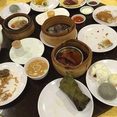 Photo taken at Swatow Seafood Restaurant 汕头海鲜 by Edgar W. on 8/29/2015