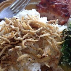 Photo taken at ร้านอาหารนายหัว by Denduean P. on 12/30/2015