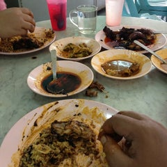 Photo taken at Restoran Nasi Kandar Ali by Fandy D. on 12/8/2013