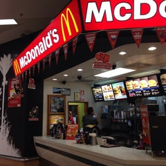 Photo taken at McDonald's by Meem A. on 9/28/2014