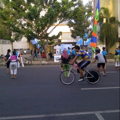 Photo taken at Car Free Day Tunjungan by Anam S. on 5/25/2013
