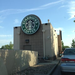 Photo taken at Starbucks by Asusena D. on 6/24/2013
