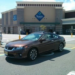 Photo taken at Sam's Club by Toyo M. on 8/19/2014