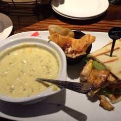 Photo taken at LongHorn Steakhouse by Sarah S. on 2/8/2014