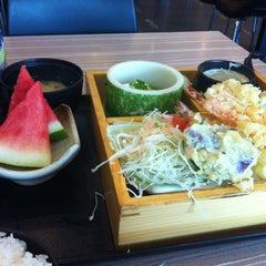 Photo taken at Octopus Sushi Bar & Thai by Mohd I. on 12/13/2012