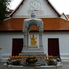 Photo taken at เทวสถาน (โบสถ์พราหมณ์) Dhevasathan (Brahmin Shrines) by SuZie T. on 5/8/2015