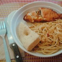 Photo taken at Pasta Plate by Ellen Joy D. on 3/6/2014