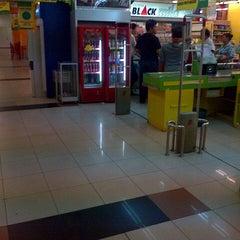 Photo taken at Giant Hypermarket by Hendric Chia K. on 8/19/2013