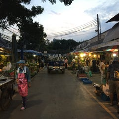 Photo taken at จตุจักร ตลาดต้นไม้ by Franku on 11/10/2015