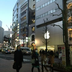 Photo taken at Apple Store 渋谷 by Tomoaki A. on 1/30/2013