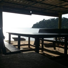 Photo taken at Usop Mee Udang Pulau Sayak by Hisham I. on 9/29/2012