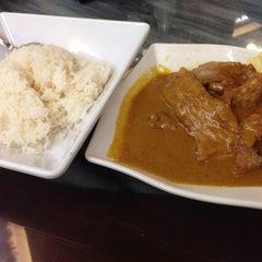Photo taken at Aberdeen Fishball & Noodle Restaurant 香港仔魚蛋粉 by Damon T. on 1/14/2015