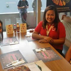 Photo taken at Shakey's by Roan L. on 5/4/2015