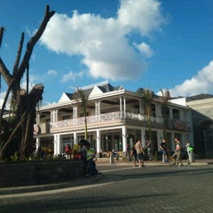 Photo taken at Bagatelle Mall Of Mauritius by Azagen Mootoo on 11/6/2011
