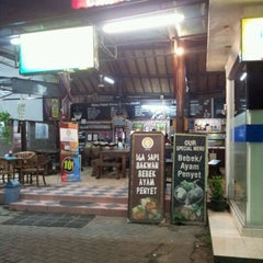 Photo taken at Bakso Kuto Wong Malang Cak To by Edy K. on 9/24/2012