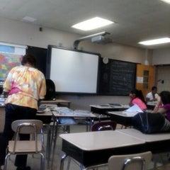 Das Foto wurde bei Boys and Girls High School von Tara W. am 7/30/2013 aufgenommen