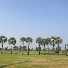Photo taken at Dancoon Golf Club by Sudarat K. on 10/4/2013