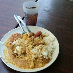 Photo taken at Fong Seng Fast Food Nasi Lemak by Ng R. on 7/1/2014