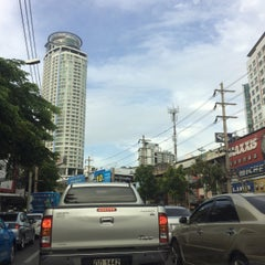 Photo taken at แยกพระโขนง (Phra Khanong Junction) by Bank A. on 8/3/2015