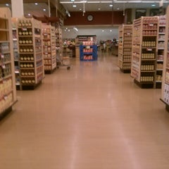 Photo taken at Heinen's Grocery Store by Natalie T. on 4/24/2013