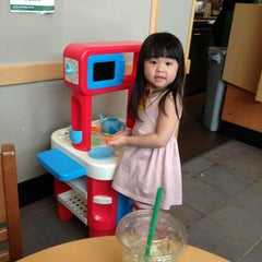 Photo taken at Starbucks by Kenneth L. on 6/7/2013