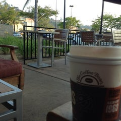 Photo taken at The Coffee Bean & Tea Leaf® by Paula S. on 4/29/2013