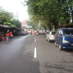 Photo taken at Solo Car Free Day by Fariz Deonata W. on 5/26/2013