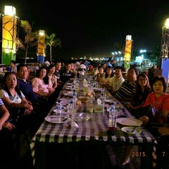 Photo taken at Harbour Bay Seafood Restaurant by Randy Tan on 6/7/2015