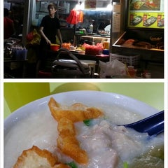 Photo taken at Chai Chee Pork Porridge by Selena T. on 7/25/2013