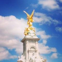 Photo taken at Buckingham Palace by Camila C. on 7/14/2013