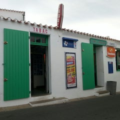 Photo taken at A l'Abri des Coups de Mer by François-Xavier L. on 7/16/2013