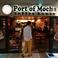 Photo taken at Port of Mocha Coffee House by Seoyeon H. on 12/12/2014