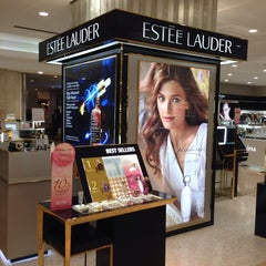 Photo taken at Estee Lauder by BKK_FLYER on 12/29/2013