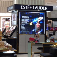 Photo taken at Estee Lauder by BKK_FLYER on 10/15/2013