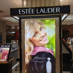 Photo taken at Estee Lauder by BKK_FLYER on 3/5/2013