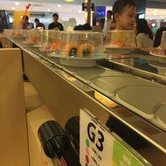 Photo taken at Sakae Sushi by Betty L. on 9/26/2015