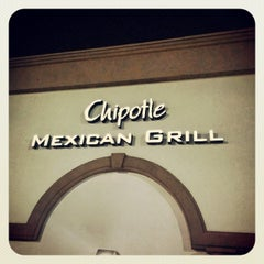 Photo taken at Chipotle Mexican Grill by Jonathan L. on 11/26/2013